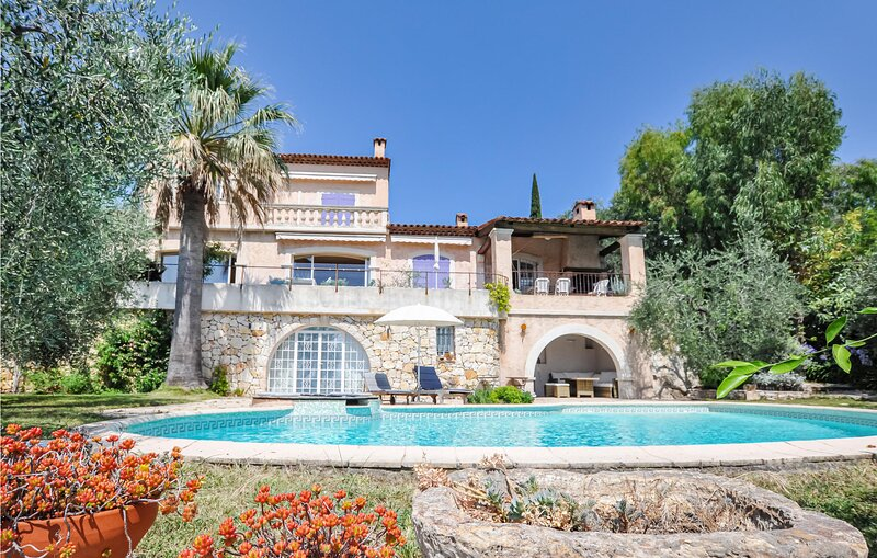 Amazing home in Le Tignet with WiFi and 5 Bedrooms (FCA636), holiday rental in Speracedes