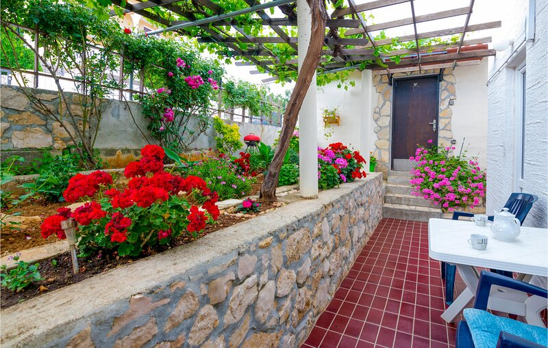 Awesome home in Vinjerac with WiFi and 3 Bedrooms (CDZ849), casa vacanza a Vinjerac