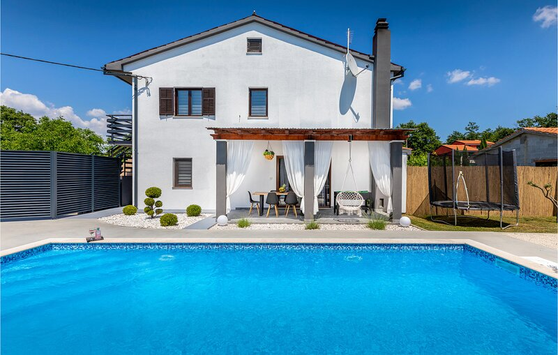Stunning home in Svetvincenat with WiFi and 3 Bedrooms (CIC658), location de vacances à Stokovci