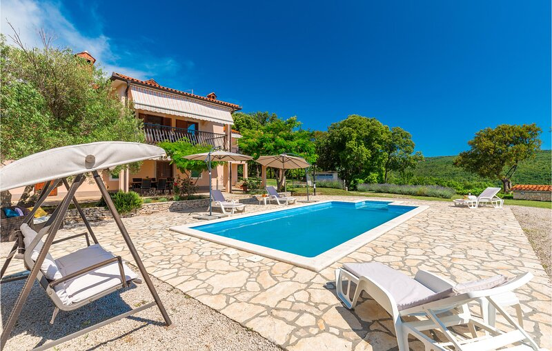 Awesome home in Labin with WiFi and 3 Bedrooms (CIK958), holiday rental in Rasa
