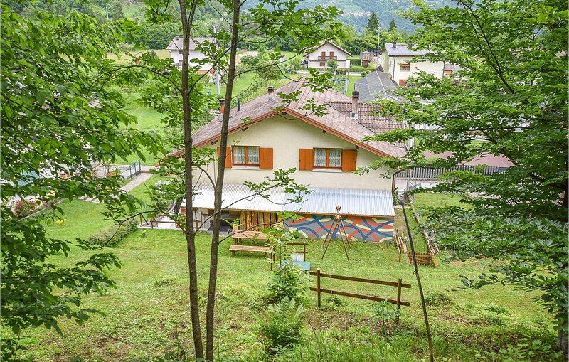 Amazing home in Lamon with WiFi and 2 Bedrooms (IDD374), holiday rental in Tonadico