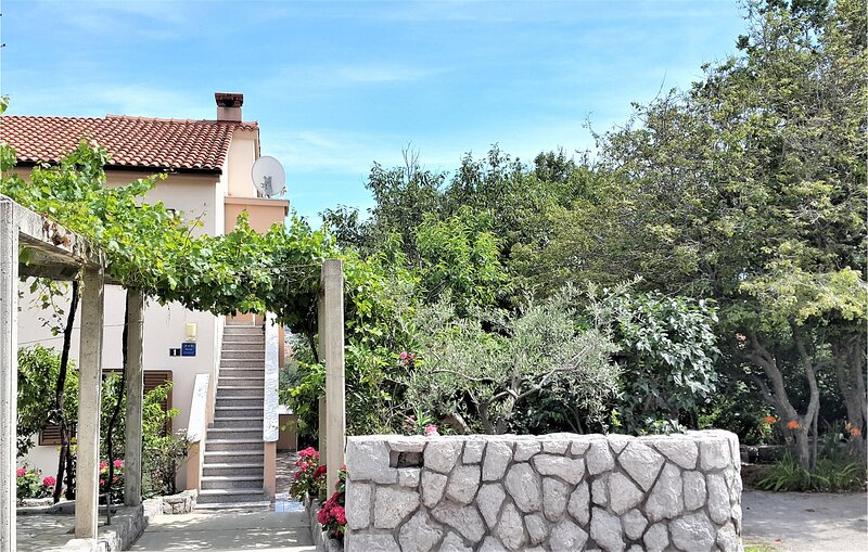 Beautiful home in Kornic with WiFi and 3 Bedrooms (CKK926), holiday rental in Kornic