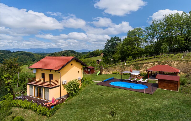 Stunning home in Bobovec Rozganski with Jacuzzi, WiFi and 2 Bedrooms (CCC048), holiday rental in Brestanica