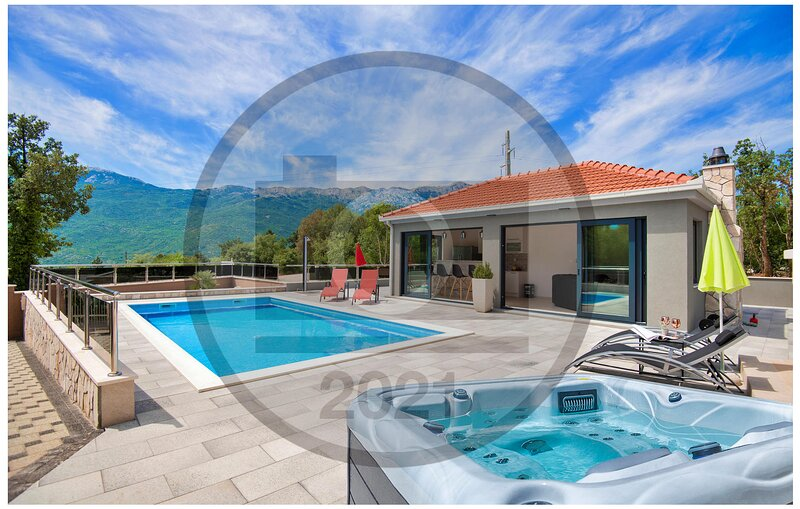 Amazing home in Zagvozd with WiFi and 4 Bedrooms (CDF209), location de vacances à Zagvozd