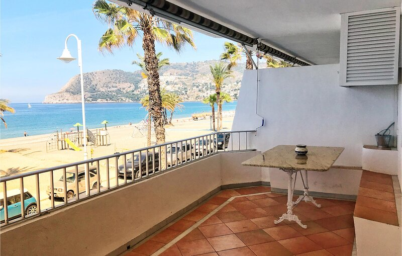 Nice home in La Herradura/Almuñecar with 3 Bedrooms (EAT016), alquiler vacacional en La Herradura