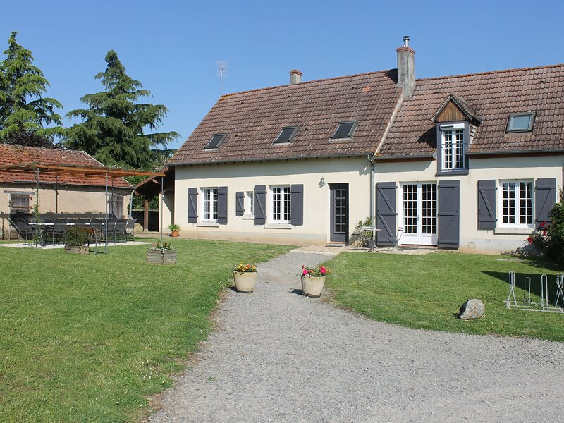Le Tilleul, holiday rental in Crevant