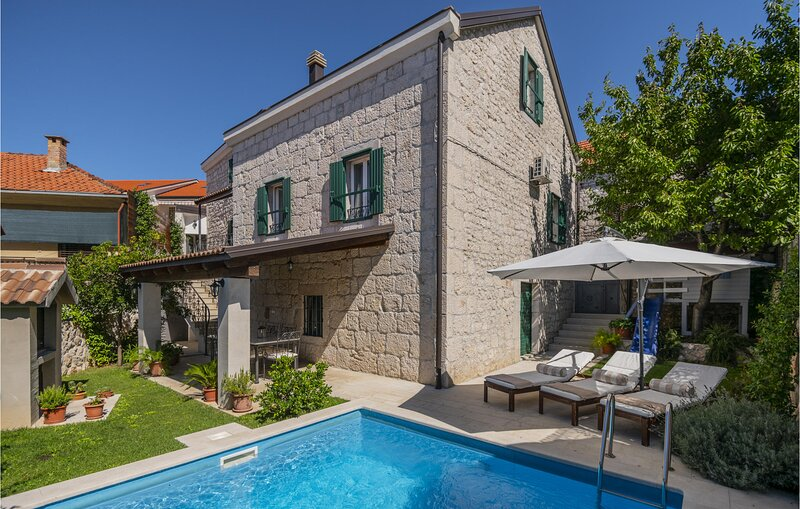 Awesome home in Imotski with WiFi and 3 Bedrooms (CDF438), location de vacances à Imotski