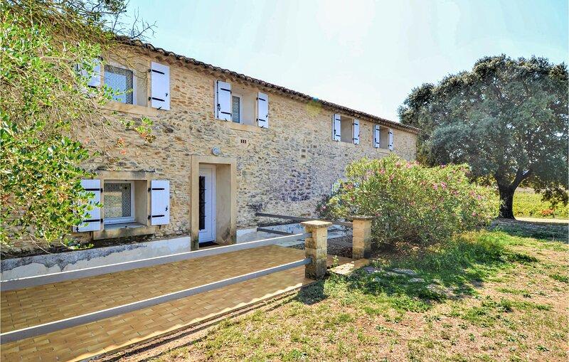 Nice home in Vénéjan with 3 Bedrooms (FLG506), location de vacances à Saint-Nazaire