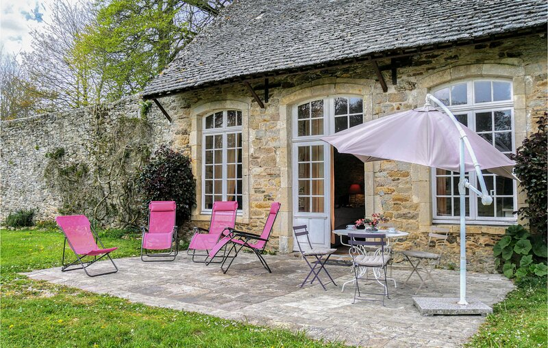 Nice home in Gonneville-le-Theil with WiFi and 3 Bedrooms (FNM505), location de vacances à Digosville