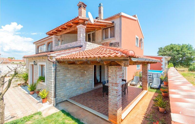 Beautiful home in Sisan with WiFi and 5 Bedrooms (CIZ299), alquiler de vacaciones en Sisan