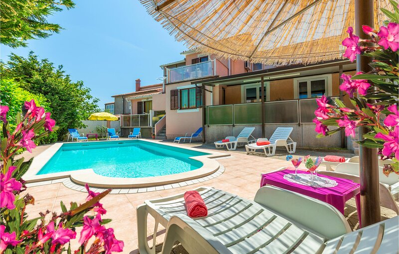 Stunning home in Pula with WiFi and 7 Bedrooms (CIB180), holiday rental in Pomer