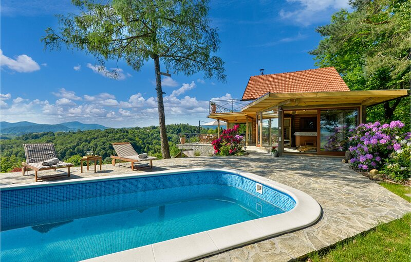 Stunning home in Lepoglava with Outdoor swimming pool, Sauna and 2 Bedrooms (CCC, holiday rental in Bedekovcina