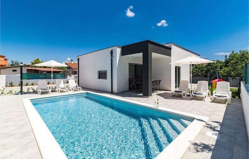 Amazing home in Sikici with WiFi, 3 Bedrooms and Outdoor swimming pool (CIR360), holiday rental in Skatari