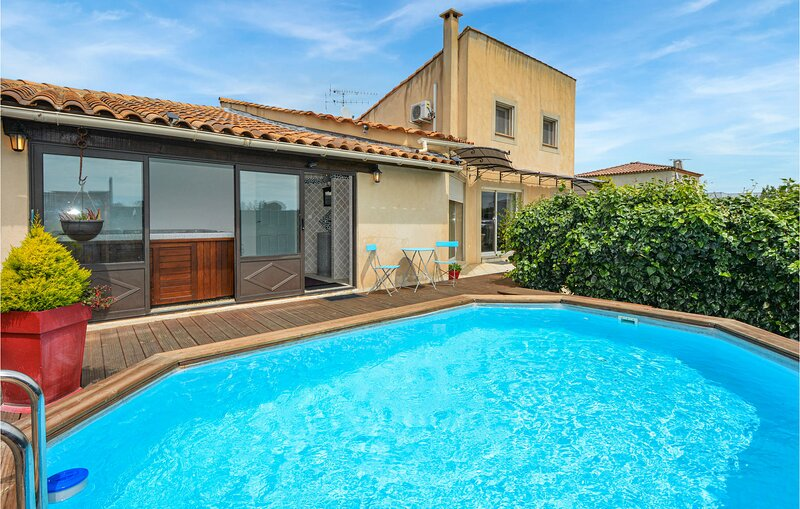 Stunning home in Arles with Outdoor swimming pool, WiFi and 2 Bedrooms (FPB430), aluguéis de temporada em Fourques