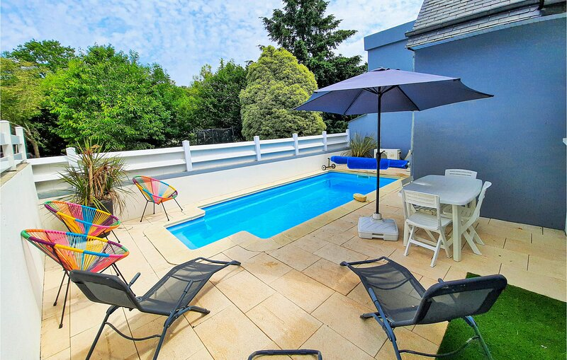 Amazing home in La Forêt Fouesnant with 4 Bedrooms and WiFi (FBF375), casa vacanza a La Foret-Fouesnant