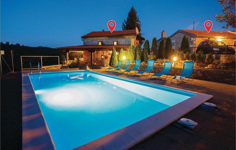 Nice home in Jurdani with WiFi and 3 Bedrooms (CKO761), location de vacances à Podgrad