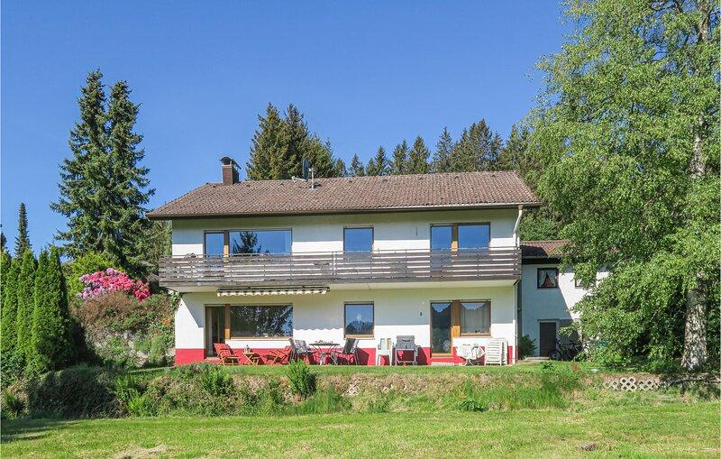 Stunning home in Lenzkirch-Saig with WiFi and 2 Bedrooms (DBW918), aluguéis de temporada em Saig