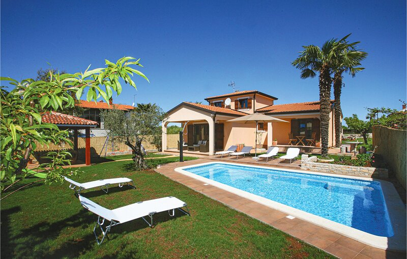 Amazing home in Novigrad with WiFi and 3 Bedrooms (CIU330), holiday rental in Fiorini