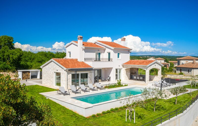 Stunning home in Sveti Lovrec with Outdoor swimming pool and 4 Bedrooms (CIC987), location de vacances à Sveti Lovrec
