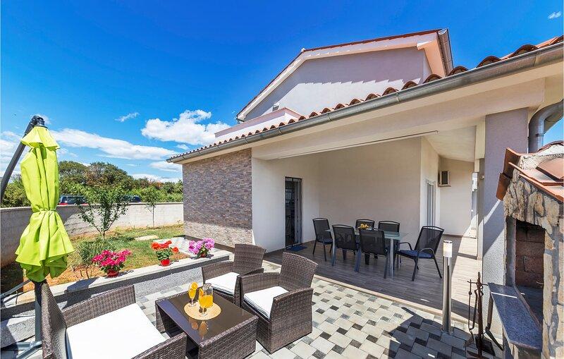 Amazing home in Skatari with WiFi and 3 Bedrooms (CIR336), holiday rental in Skatari