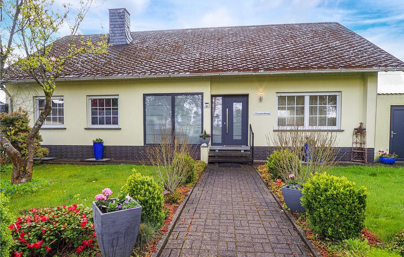 Nice home in Grenderich with WiFi and 3 Bedrooms (DHU112), location de vacances à Buch