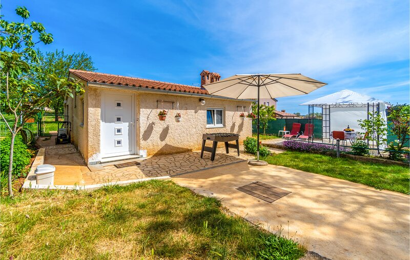 Nice home in Pula with WiFi and 1 Bedrooms (CIR212), holiday rental in Skatari