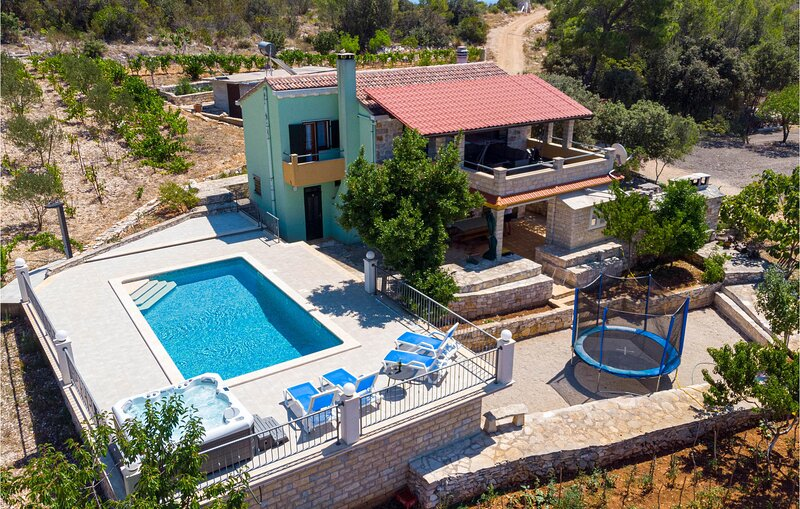 Awesome home in Cara with Outdoor swimming pool, WiFi and 3 Bedrooms (CDS804), holiday rental in Cara