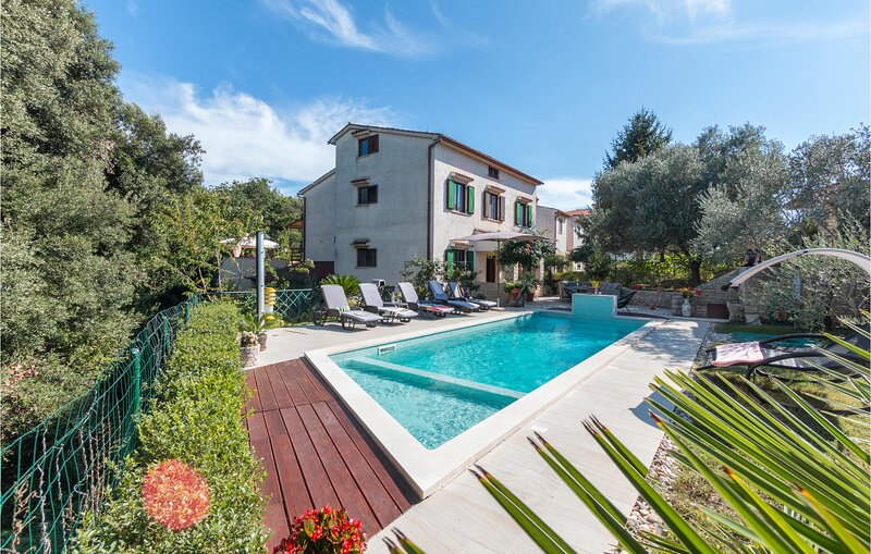 Stunning home in Pula with WiFi and 5 Bedrooms (CIP776), holiday rental in Stinjan