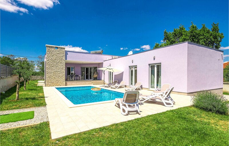 Amazing home in Marici with Sauna, WiFi and 3 Bedrooms (CIO203), holiday rental in Kunj
