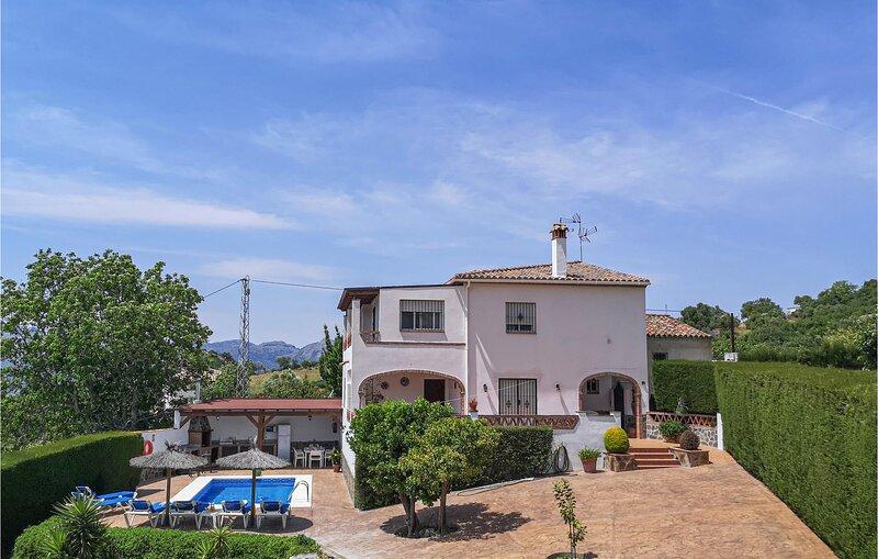Stunning home in Algatocín with Outdoor swimming pool, Outdoor swimming pool an, alquiler vacacional en Benalauría