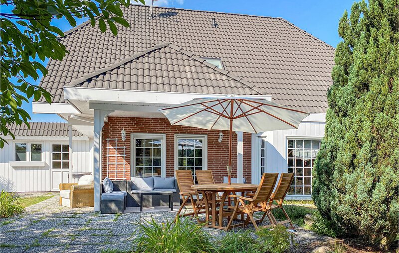 Amazing home in Bad Saarow with 4 Bedrooms (DBB185), holiday rental in Steinhoefel