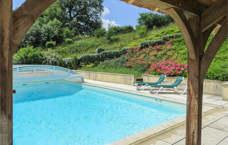 Nice home in Domfront en Champagne with WiFi and 6 Bedrooms (FVS011), holiday rental in Sille-le-Guillaume