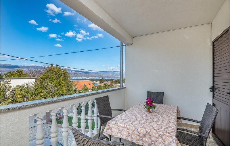 Awesome home in Silo with WiFi and 2 Bedrooms (CKK837), location de vacances à Polje