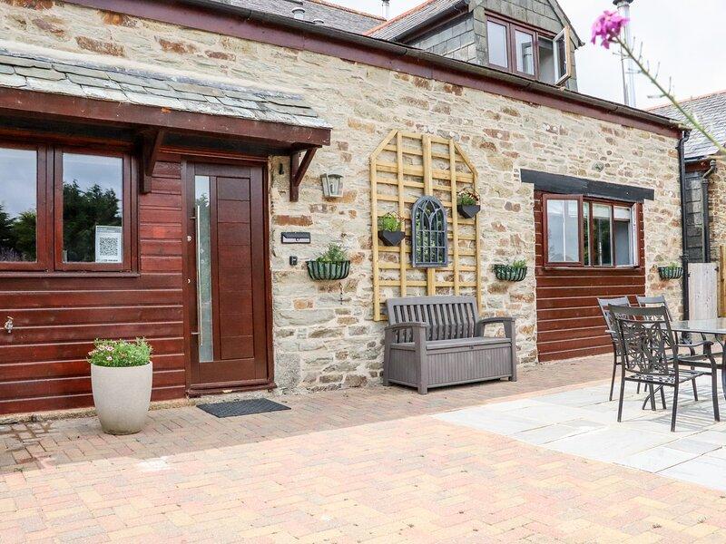 MEADOW COTTAGE, wood burner, open plan, breakfast bar, in Liskeard, Ref. 954702, holiday rental in Herodsfoot