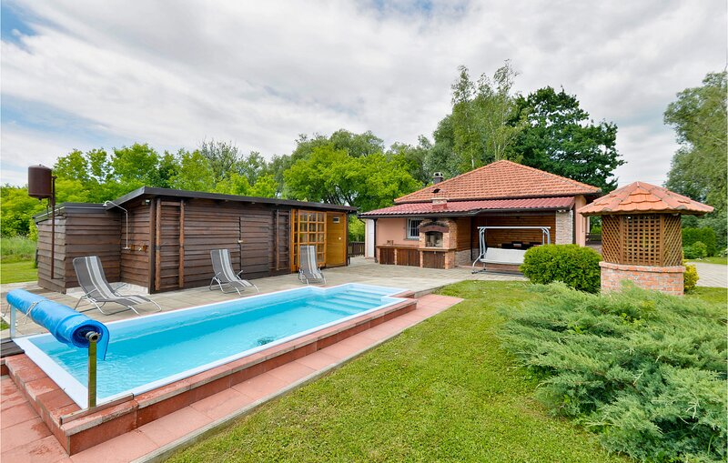 Stunning home in Banska Selnica with Outdoor swimming pool and 3 Bedrooms (CCC25, casa vacanza a Kirin