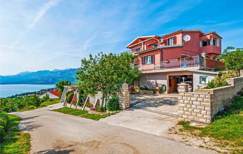 Amazing home in Rovanjska with WiFi and 3 Bedrooms (CDA137) – semesterbostad i Rovanjska