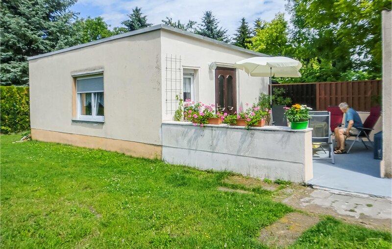 Beautiful home in Hecklingen with 1 Bedrooms (DAN122), casa vacanza a Magdeburg