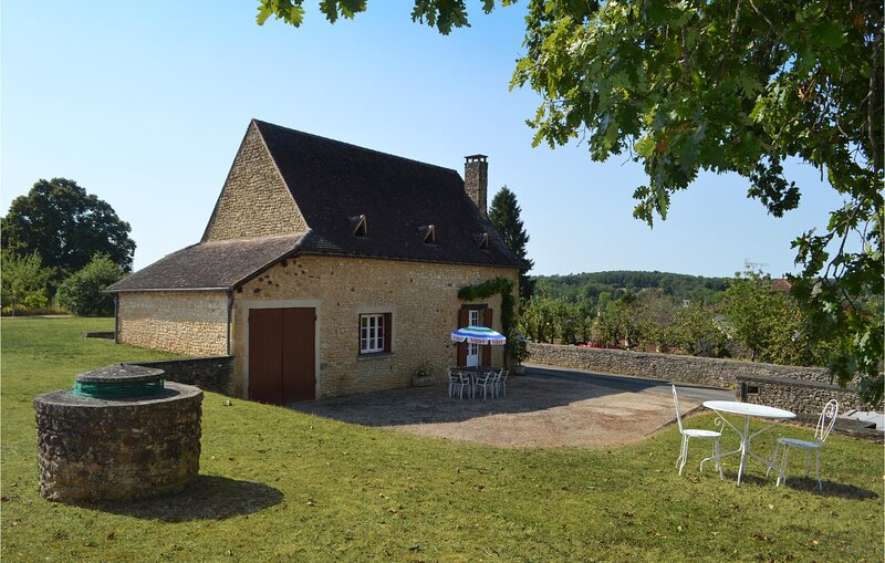 Stunning home in Sainte Alvere with 3 Bedrooms (FAD014), holiday rental in Cendrieux
