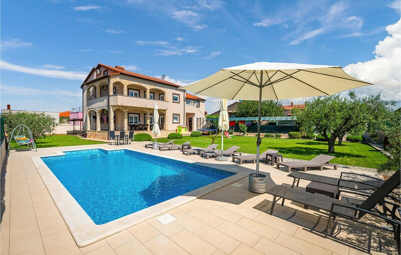 Amazing home in Pula with WiFi and 6 Bedrooms (CIP779), holiday rental in Skatari