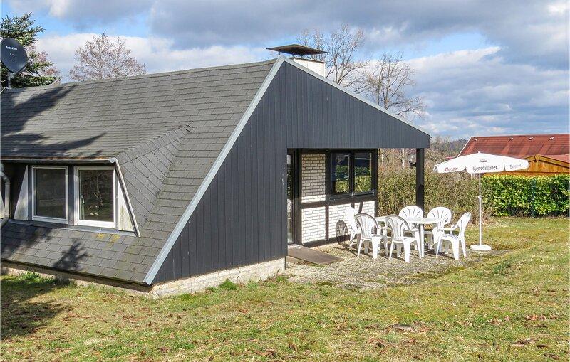 Nice home in Gerolstein with 3 Bedrooms (DEI144), casa vacanza a Mürlenbach