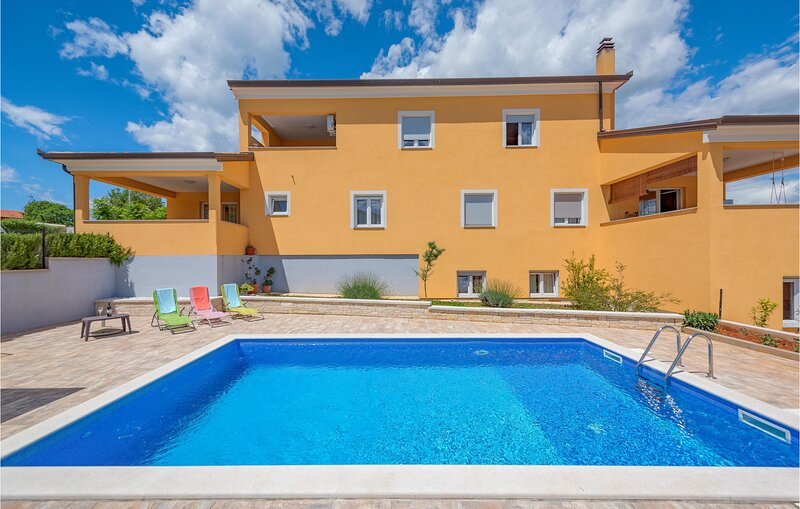 Amazing home in Sorici-Kanfanar with WiFi and 2 Bedrooms (CIV616), casa vacanza a Golas