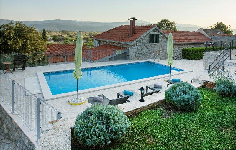 Beautiful home in Vinjani Donji with WiFi and 3 Bedrooms (CDF419), location de vacances à Posusje