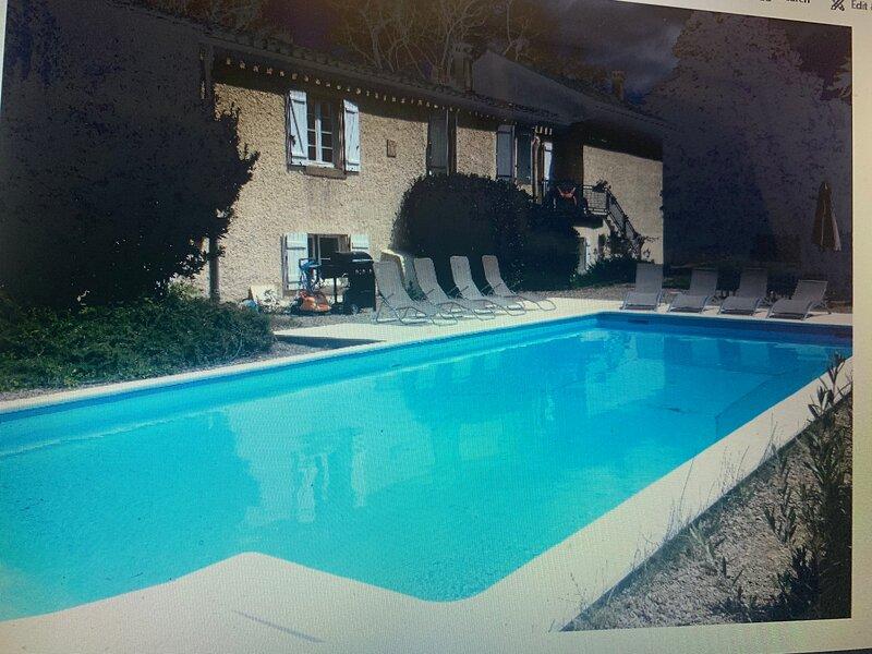 Inviting 3-Bed House in Verzeille, casa vacanza a Cavanac