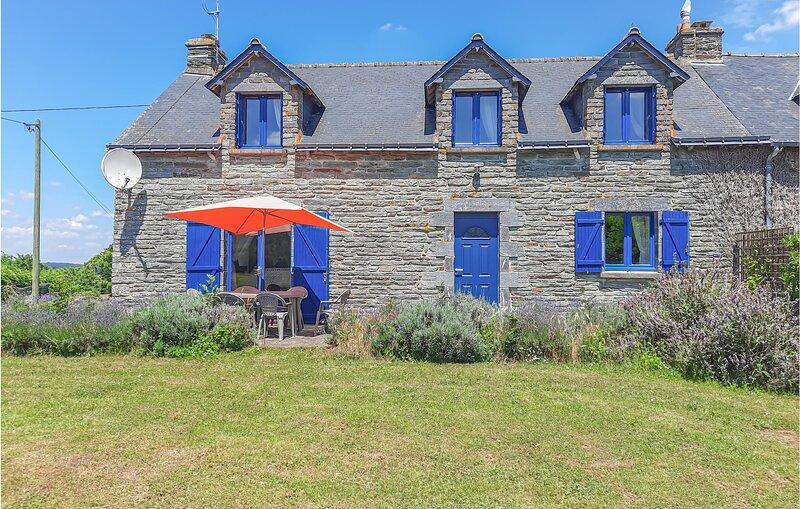 Beautiful home in Ruffiac with 3 Bedrooms (FBM214), aluguéis de temporada em Saint-Grave