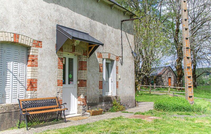 Amazing home in Picherande with 2 Bedrooms (FUP013), location de vacances à Bagnols