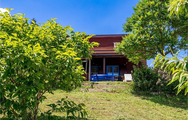 Amazing home in Brocanac with Jacuzzi, Sauna and 1 Bedrooms (CCL095), location de vacances à Ostarski Stanovi