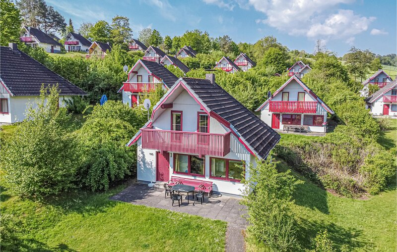 Nice home in Kirchheim with 3 Bedrooms (DHE180), holiday rental in Romrod