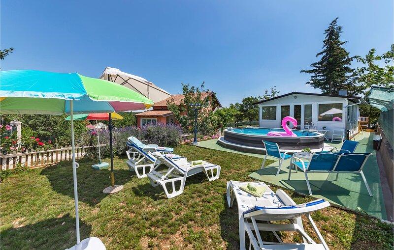 Amazing home in Vodnjan with 2 Bedrooms (CIC045), location de vacances à Jursici