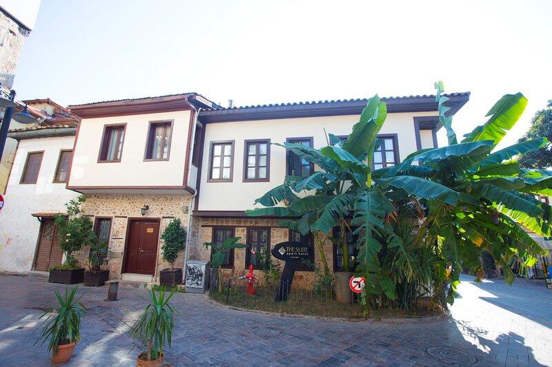 Sultan House with sun roof terrace in Kaleiçi, vacation rental in Antalya