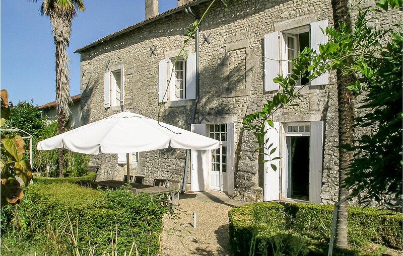Logis de Chenevière (FJC021), holiday rental in Montmoreau-Saint-Cybard